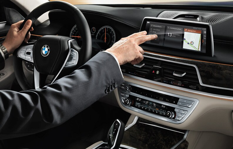 IDRIVE 60 WITH GESTURE CONTROL